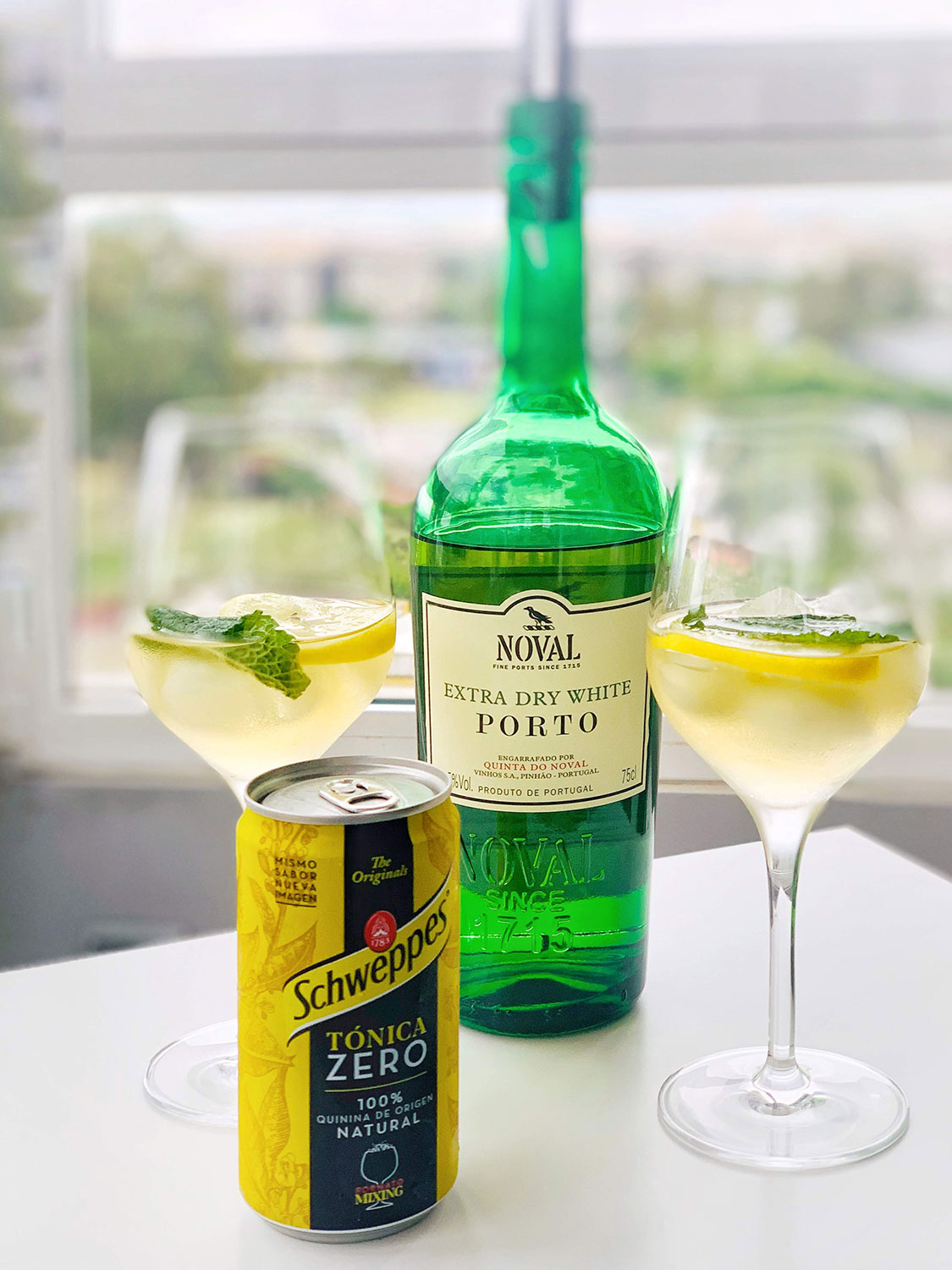 Port tonic cocktail, a trendy drink, CÚRATE Trips