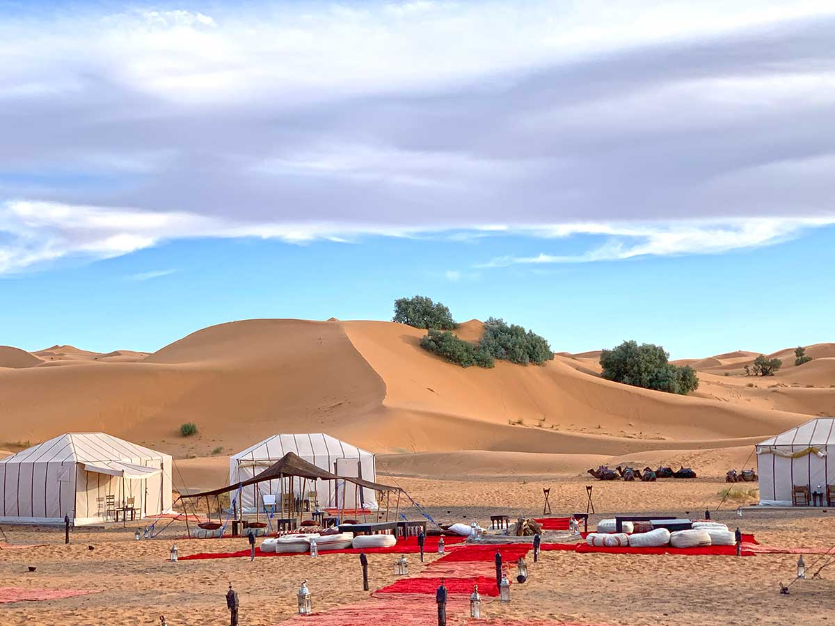 Luxury desert glamping when travel to Morocco, CÚRATE Trips