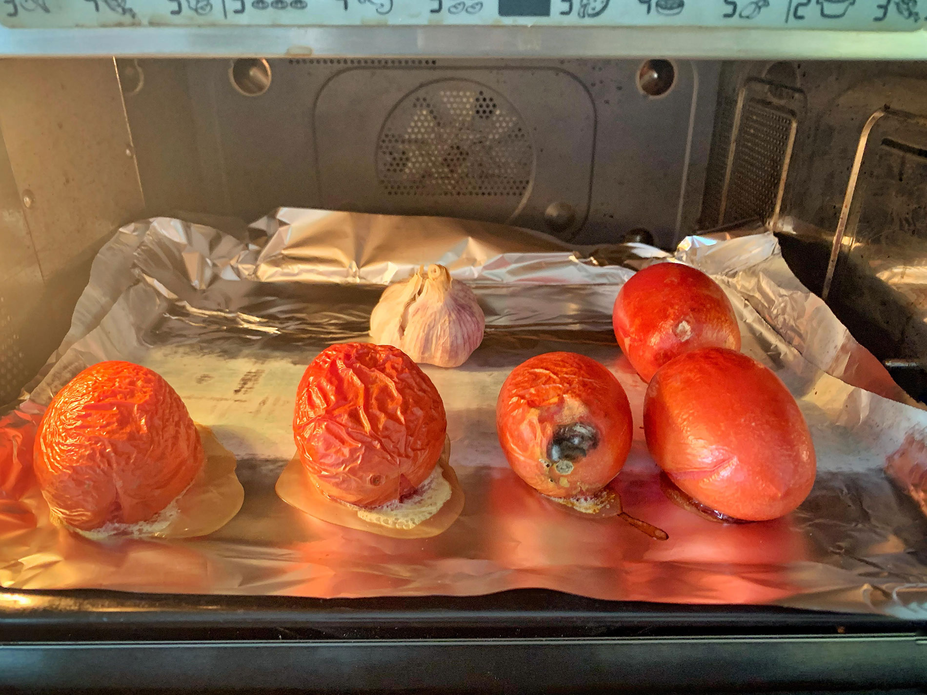 Roasted tomatos and garlic for romesco sauce, CÚRATE Trips